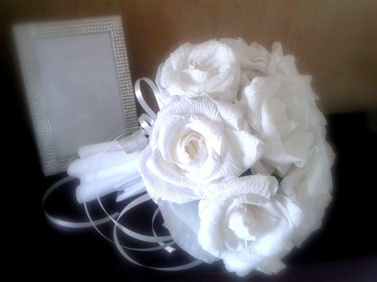 Le creazioni di Carmen: Bouquet da lancio realizzato a mano con rose in carta crespa