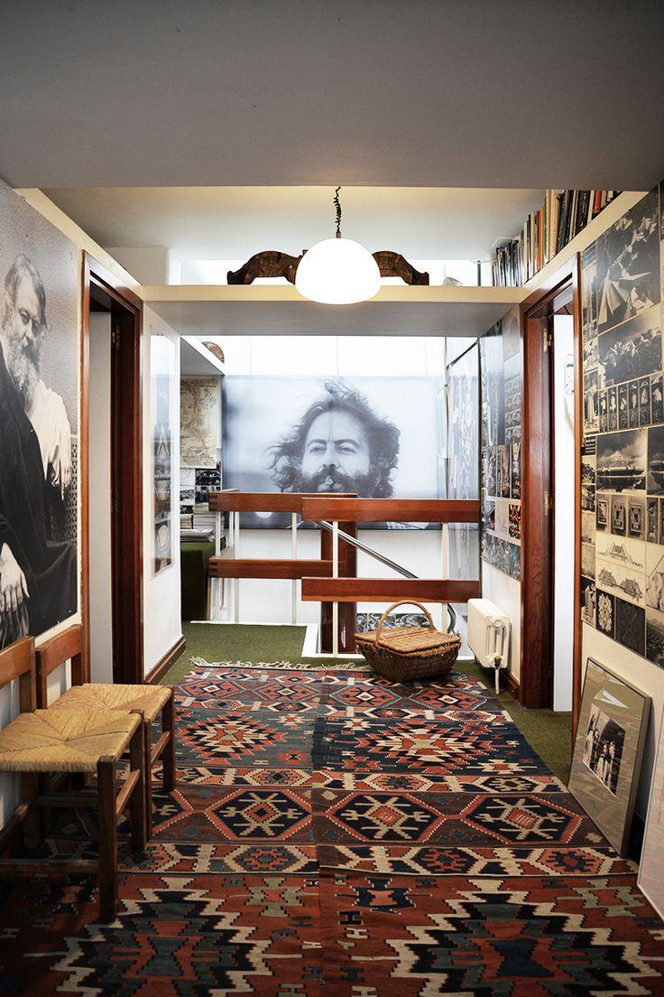 La caverna del artista: Fernando Higueras sigue presidiendo su casa.