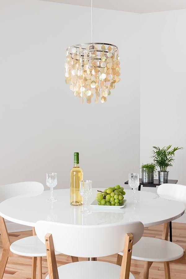 Dale un toque entretenido a la decoración de tus espacios, con una llamativa lámpara