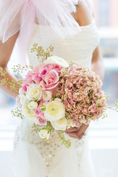 Rose + Hydrangea #WeddingBouquet I Exquisite Linens and Florals
