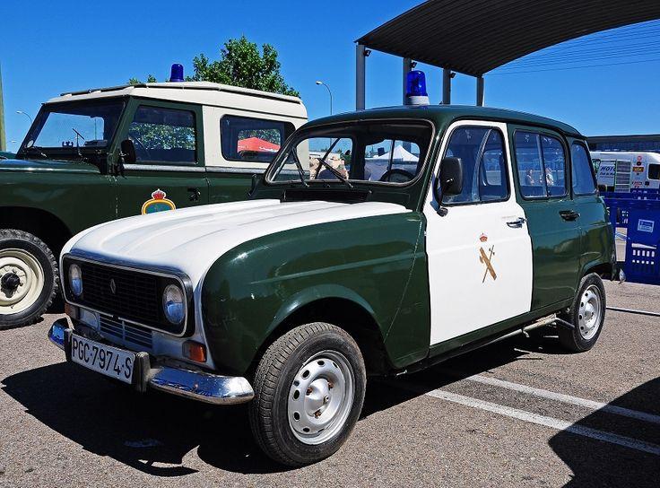 Renault 4. En este ejemplo de la Guardia Civil