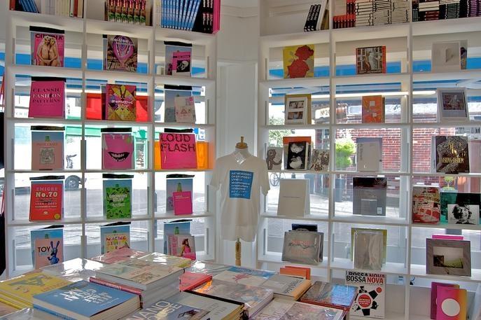 Artwords Bookshop, loja - livraria moderninha com muita coisa sobre design, arquitetura e moda. Muitas revistas bacanas também > 20-22 Broadway Market