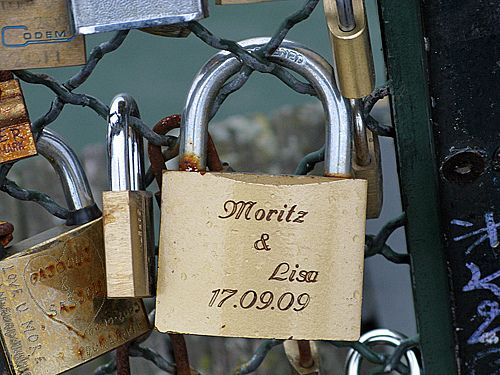 How fun would it be to incorporate love locks into your French themed wedding??