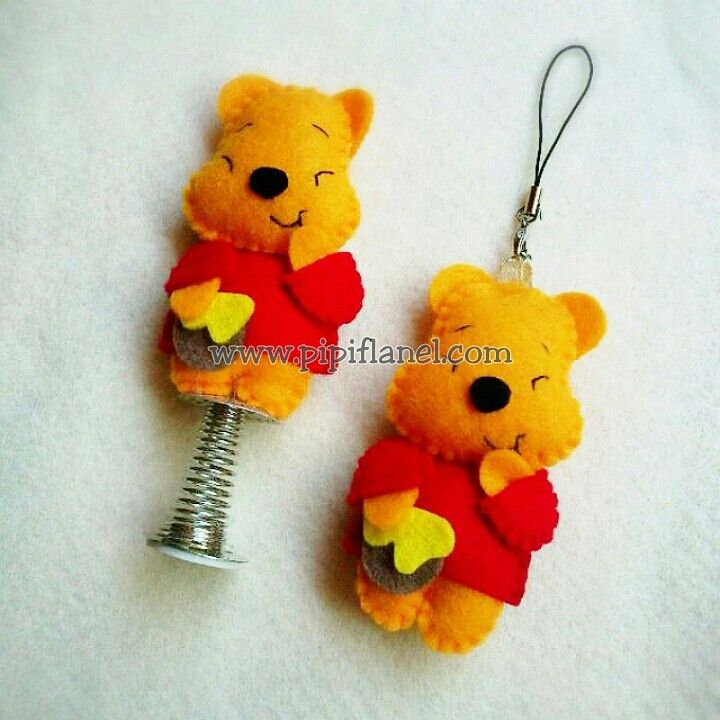 Winnie the pooh and honey Feltdoll made by Pipi Flanel.. Wanna see our feltdolls collection? Please visit our website at www.pipiflanel.com thank you :)