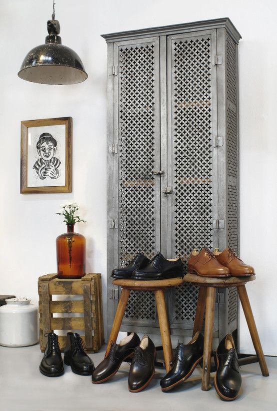 Metalowa szafa, styl viantage, styl industrialny https://www.homify.pl/katalogi-inspiracji/10302/10-pomyslow-na-wyjatkowa-szafe
