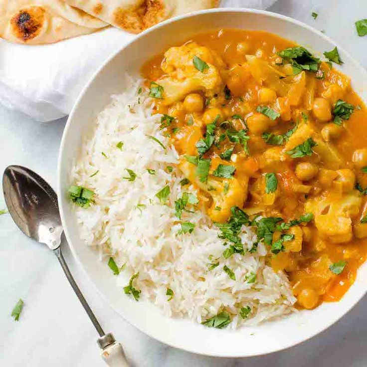 Chickpea and Cauliflower Curry | Vegetarian Curry Recipe | Potluck at OhMyVeggies.com