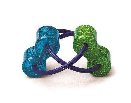 Loopeez, Fidget Toy  Heerlijk friemelding van 9 cm lang. De twee kleurige tonnetjes zijn verbonden door twee ringen. Door hun vorm, past het perfect in één hand en kun je met je vingers de tonnetjes oneindig draaien. Gemaakt van kunststof.