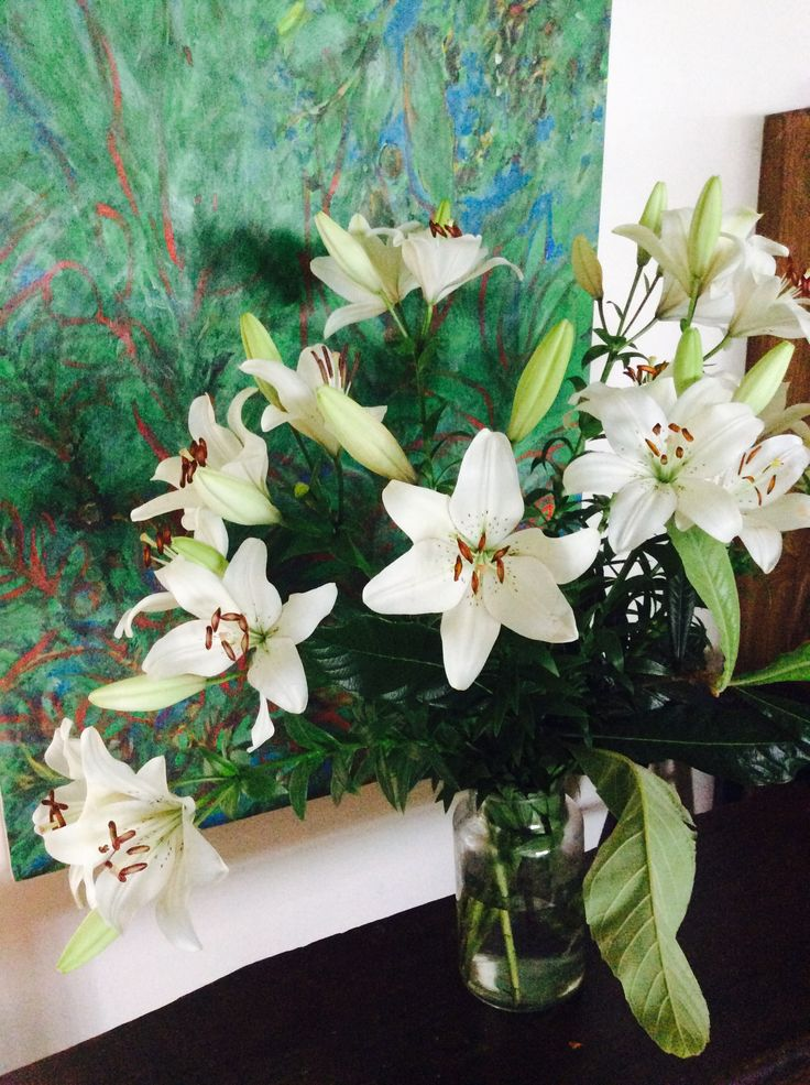 White Lilies, can't go wrong with these flowers #byronbay #flowers #localflowers