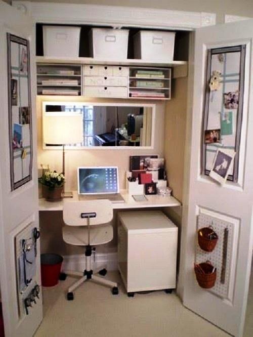 El despacho en el armario • The office in the closet
