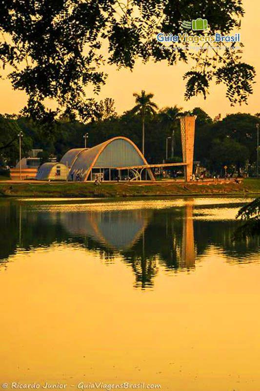 A Igreja de São Francisco de Assis às margens da Lagoa da Pampulha >>> http://www.guiaviagensbrasil.com/mg/o-que-fazer-em-belo-horizonte/