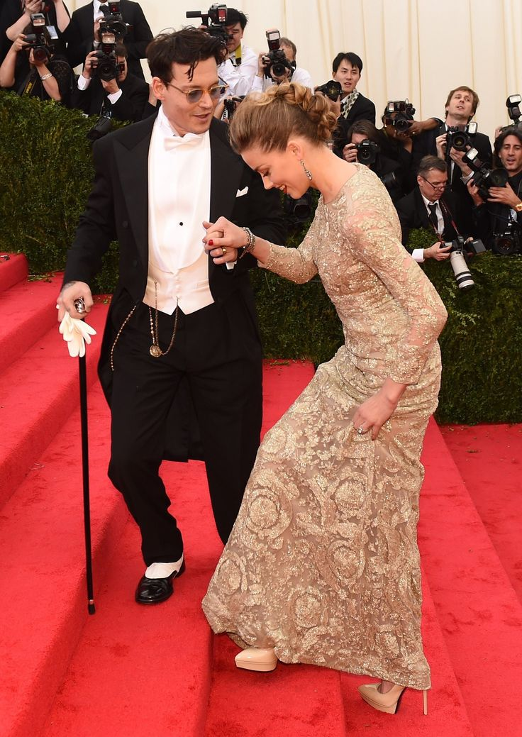 Johnny Depp and Amber Heard, cute! He's helping her up the stairs