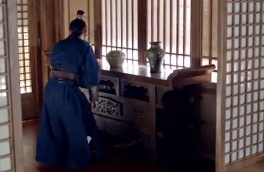 This simple and elegant timber lattice-style partitions and windows were most commonly used in China for thousands of years until the end of Ming Dynasty 400 years ago. The entrance area of the private residence of Mei Changsu, a freelance political consultant and the president of a non-government organisation -- a scene from Chinese TV drama Nirvana in Fire