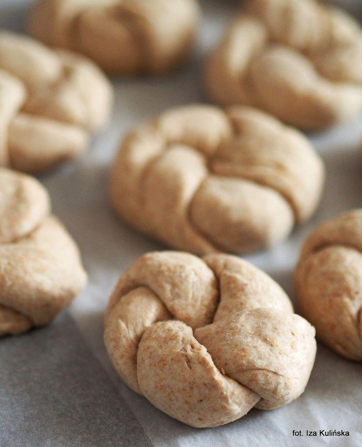 Smaczna Pyza: Domowe pieczywo. Bułeczki pszenne razowe na śmietanie, z serem peccorino