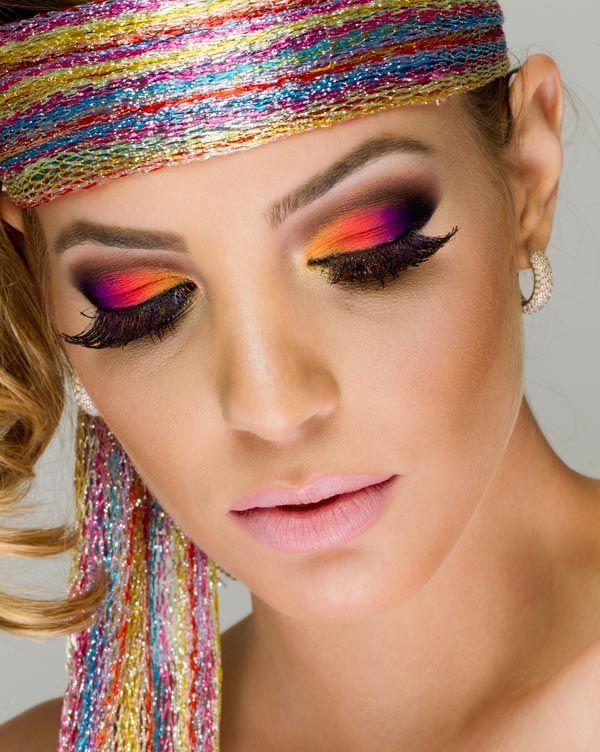 Maquiagem colorida em degradê por Paula Espelho