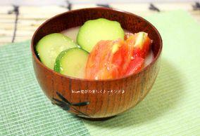 夏はこれでしょ♪トマトとズッキーニの味噌汁|レシピブログ