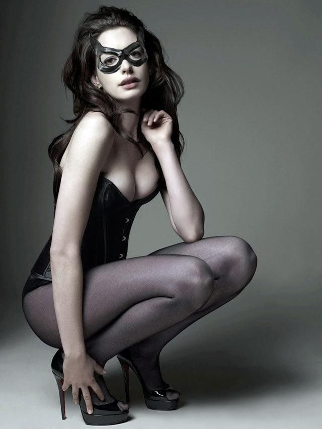 While preparing for her role as Catwoman, Hathaway followed an almost vegan, anti-inflammatory diet, which includes whole grains to control blood sugar, avocados, almonds (she doesn't like walnuts), sesame seeds, dark chocolate, bright red and orange vegetables that are high in antioxidants (Hathaway loves yams), dark leafy greens, ginger, and turmeric...