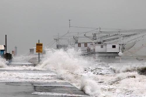 Mare in burrasca a Marina di Ravenna (1/2/2014)
