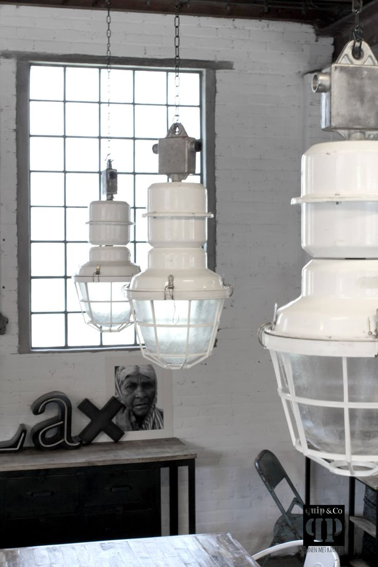 Find these awesome lamps in both our physical store ánd webshop, www.brocantiekdelinde.nl! <3 Gotta love it!!