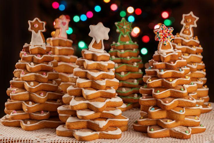 No hay nada más bonito que este arbolito de galletas para navidad, prepáralo en casa y colócalo en un lugar muy especial en tu casa. A todo el mundo se le va a antojar este pino de navidad hecho de galletas de jengibre.