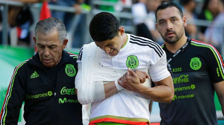 Alan Pulido injury gives Mexico boss Juan Carlos Osorio pause for thought