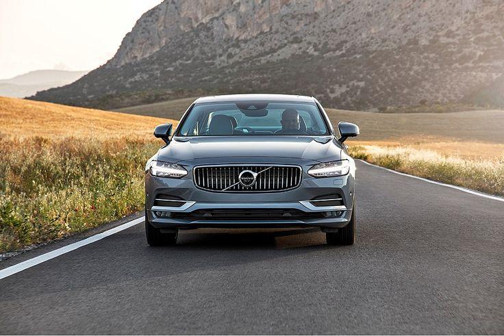 Para concorrer com Mercedes Classe E e BMW Série 5, novo S90 oferece muito sofisticação a bordo e recursos de carro autônomo