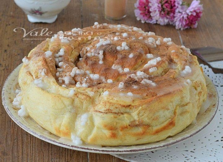 Cinnamon rolls cake