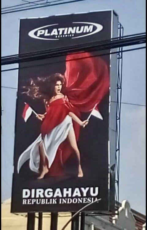 Berita Islam ! Sangat Tidak Mendidik ! Model Iklan HUT RI Ini Mempertontonkan Pahanya... Bantu Share ! http://ift.tt/2uxAvOO Sangat Tidak Mendidik ! Model Iklan HUT RI Ini Mempertontonkan Pahanya  Foto seorang model dibalut kain merah putih terpampang di papan reklame milik sebuah perusahaan keramik. Yang membuat miris -maaf- model di iklan ucapan Dirgahayu Republik Indonesia itu memperlihatkan pahanya. Pengamatan detikcom Sabtu (12/8/2017) di lokasi iklan di Jalan Panglima Sudirman Surabaya…