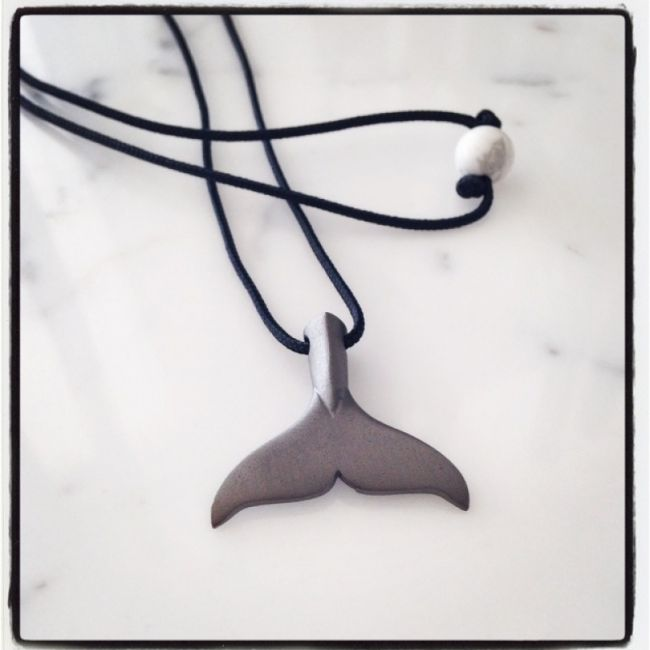 Necklace with Orca tail from massif mat platinum plated silver, tied in a lace and with a Howlite stone for clasp 61€