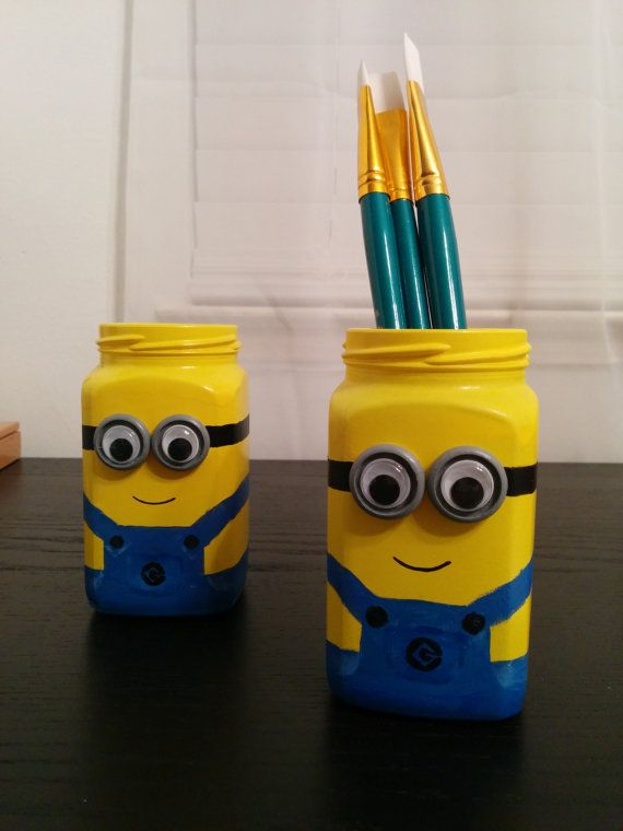 Minion Jar by OliviasArtStudio on Etsy, $15.00 cool pour mettre tes crayons ou tes pinceaux