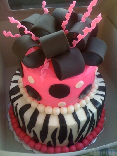 pink and black cake By sacakesandbakes on CakeCentral.com
