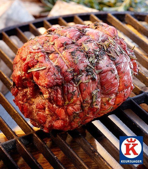 Lamsboutrollade van de barbecue. 'Eén en al smaak'. Tip: Laat het vlees voor bereiding eerst goed op kamertemperatuur komen, door het 1,5 à 2 uur afgedekt op het aanrecht te laten staan.