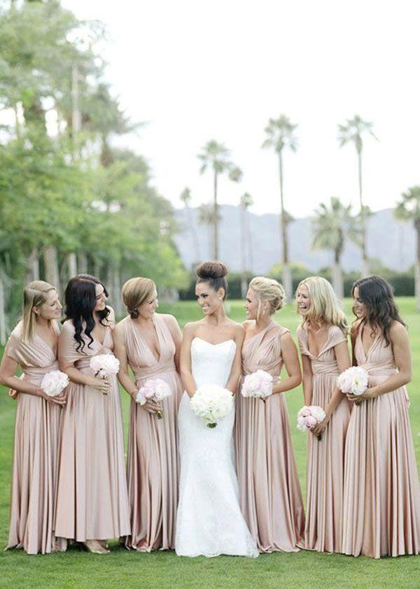 Photo demoiselle d'honneur avec la mariée, robe taupe, couleur nude