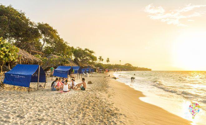 Andrea Bergareche del blog de viajes Lápiz Nómada nos cuenta su experiencia de cómo llegar a Playa Blanca, paraíso mochilero en las islas de Barú Colombia. https://blogtrip.org/playa-blanca-paraiso-mochilero-islas-baru/