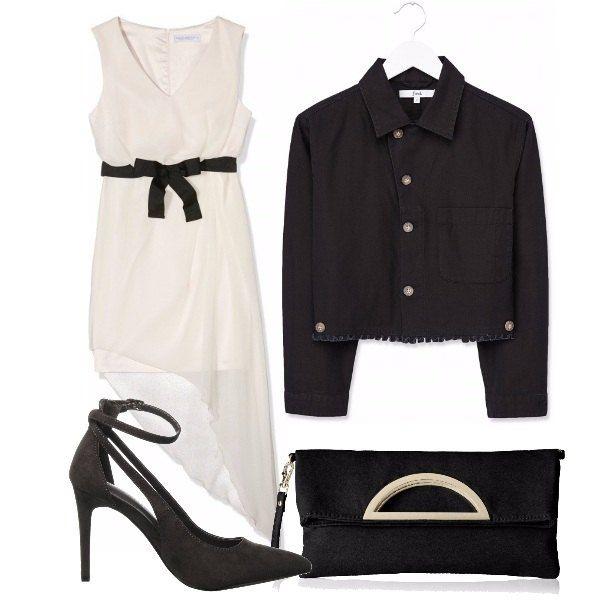 Vestito senza maniche bianche, scollo a v con cinturina e fiocchetto sotto il seno, giacca corta con bottoni maniche lunghe, décolleté nere con tacco a spillo, pochette nera con dettaglio metallico.