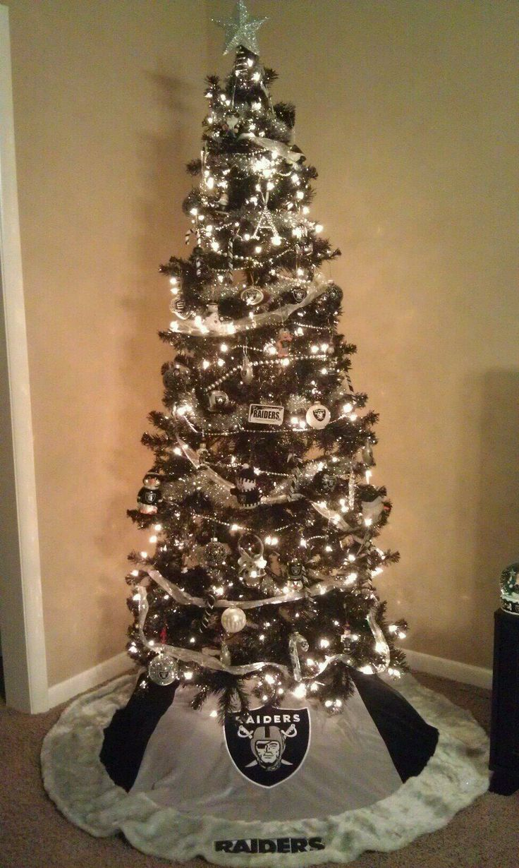 Oakland Raiders @Amy Lyons Lyons Lyons Lyons Lyons Bledsoe I want a tree like this someday!