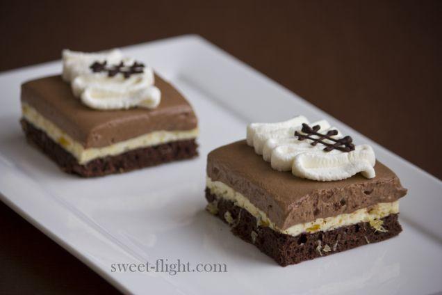 Sweet flight - Chocolade - Chocolate - Gebakje - Zoet - Ananas - Mango - Biscuit - Slagroom - Chocoladeversiering - Chocolade decoratie