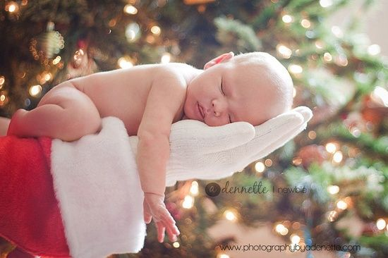 How cute is this!?! Use a Santa hat, cut off the tip, slip your hand into the hat (so it looks like a sleeve) and a white glove. All you need for this CUTE christmas card picture