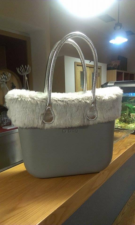 La borsa invernale di Pietro! Manici e scocca in argento e bordo eco. Festiva e elegante wink emoticon  E oggi, nuovo riassortimento in arrivo. Tenete d'occhio il sito!! #Obag #fw15 #glamour #ILoveOnlineShopping