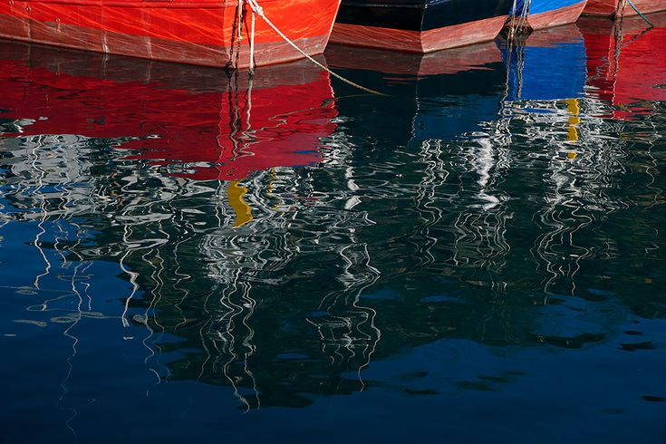 Reflejos en el agua. Getaria. Pais Vasco. Reflections in the water. Getaria. Basque Country.  Inaki Caperochipi Photography