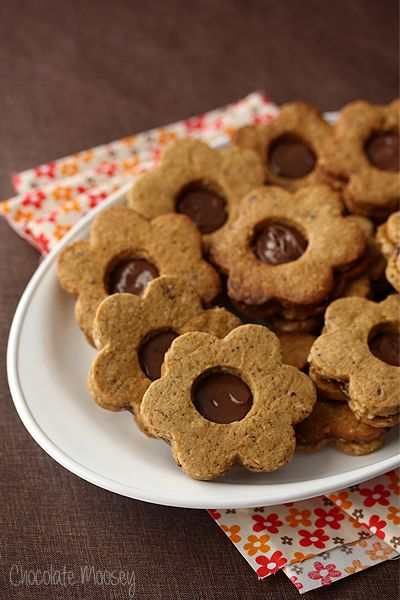 Spiced Hazelnut Linzer Cookies made with ground hazelnuts and stuffed ...