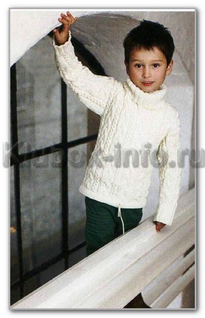 Вязание спицами. Однотонный пуловер с косами и воротником гольф, для мальчика. Возраст: на 4, 6, 8 лет