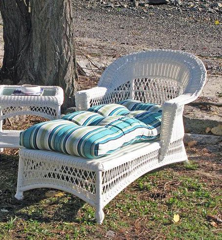 Outdoor Wicker Chaise Cape Cod Style White Wicker