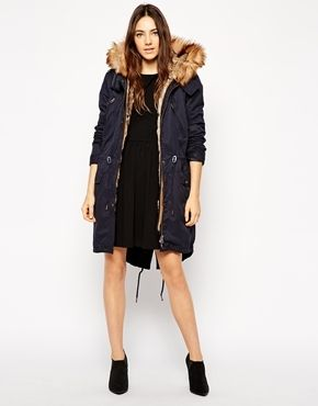 €138, Parka Azul Marino de Asos. De Asos. Detalles: https://lookastic.com/women/shop_items/144012/redirect