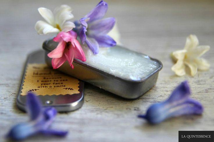 Krok po kroku: perfumy w pomadzie. Perfumy w pomadzie są najstarszą formą perfum i znakomitą alternatywą dla perfum alkoholowych :)