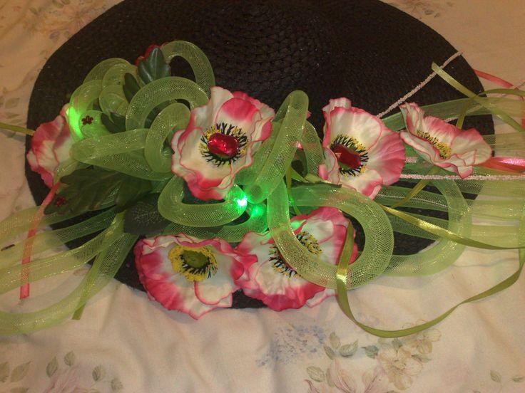 """Dla córki mojej koleżanki, na imprezę karnawałową pt.""""kapelusz z czymś co się świeci'. Tutaj dosłownie się świecił dredami z lampkami ledowymi."""