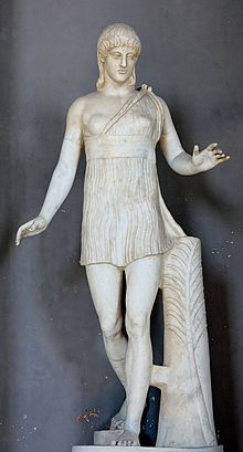 """Pasiteles  was een  beeldhouwer van het oude Rome ten tijde van Julius Caesar.  Hij werkte in een periode waar veel vraag was naar kopieën  van de Griekse beeldhouwkunst. So-called """"Atalanta"""": statue of a young girl; the palm branch on the trunk is a symbol of victory. Marble, Greek artwork, 1st century BC"""