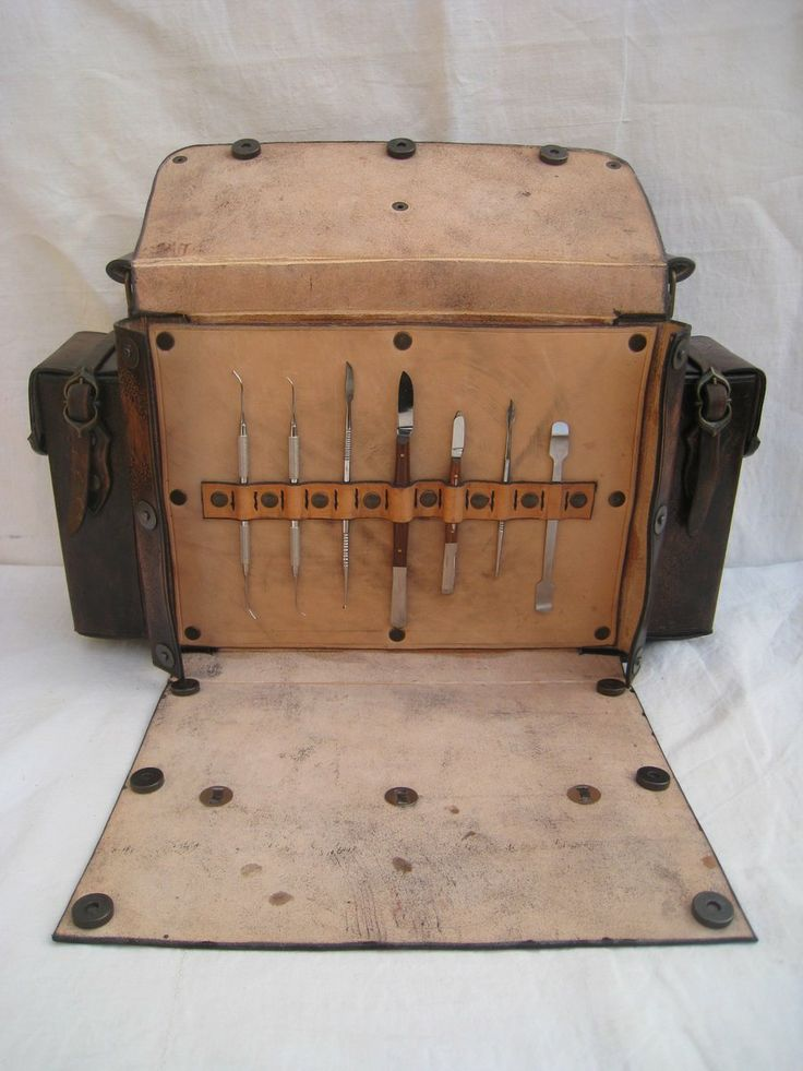 Leather Tool Bag- not the snaps that secure the front to the sides.  Note how the side pockets are secured side to side rather than front to back.  Never seen this before, but there must be something to secure the flap on the front of the pocket.