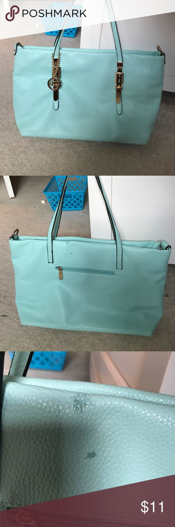 Sarit Celeste (Light Blue) zipped tote bag purse Gently used, no odor or stains that I noticed except the small fabric issue (see picture). Otherwise, nice tote bag, not too big but not too small! Sarit Bags
