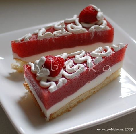 Jahodový Řez - Czech strawberry layer cake.