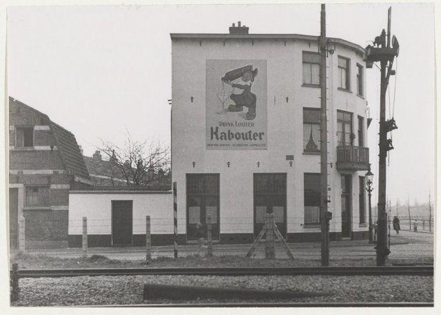 Westergracht hoek Westerstraat bij spoorwegovergang, 1950